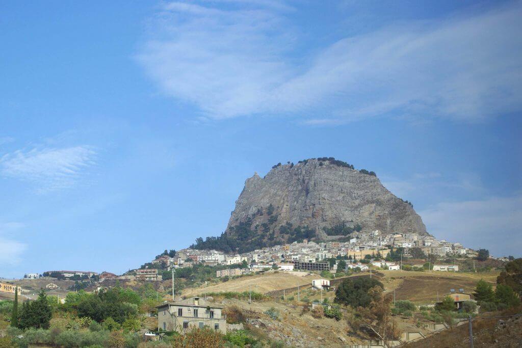 Sutera borgo medievale vicino caltanissetta
