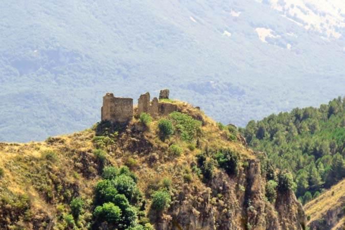 Ruderi Isnello madonie sicilia natura